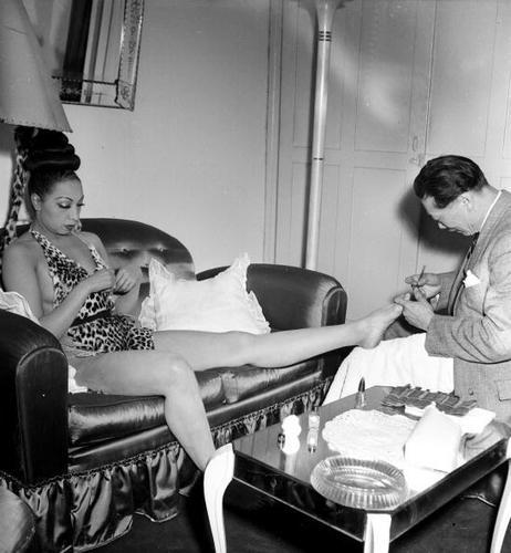 VBG.Josephine.Baker.1950s.manicure