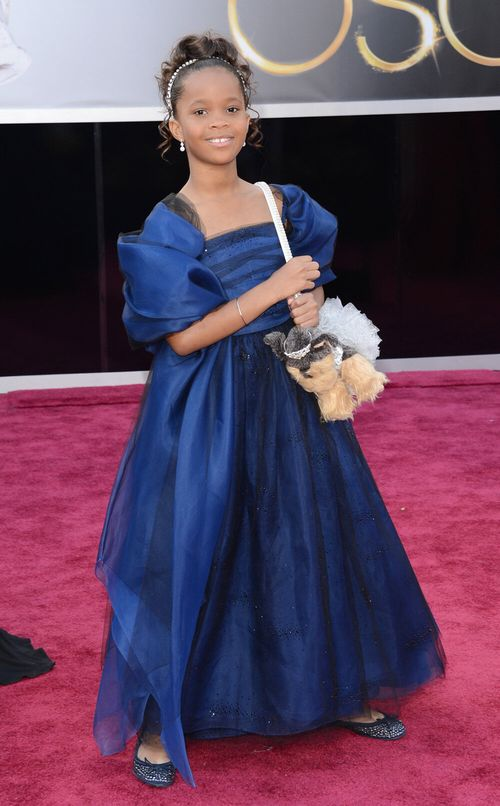 55.Oscars.Quvenzhane.puppy.purse